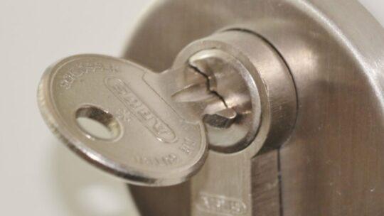 Hoe kan ik een slot in mijn deur maken? Alle manieren op een rij!